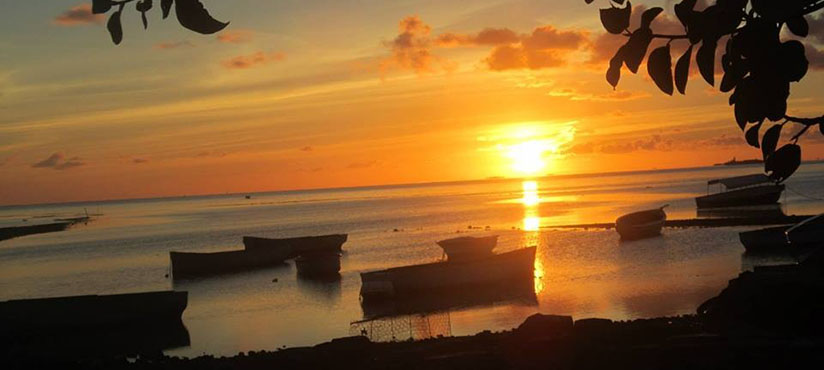 sunsetting in blue bay mauritius