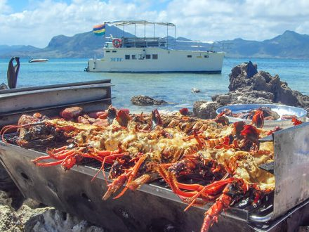 lobster barbeque on ile-aux-phare totof tours